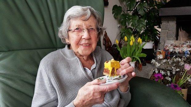 Maintien à domicile des seniors : comment assurer leur sécurité et leur confort ?