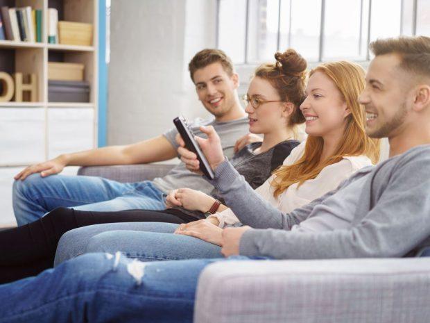 Les règles d'or pour réussir une soirée télé entre amis